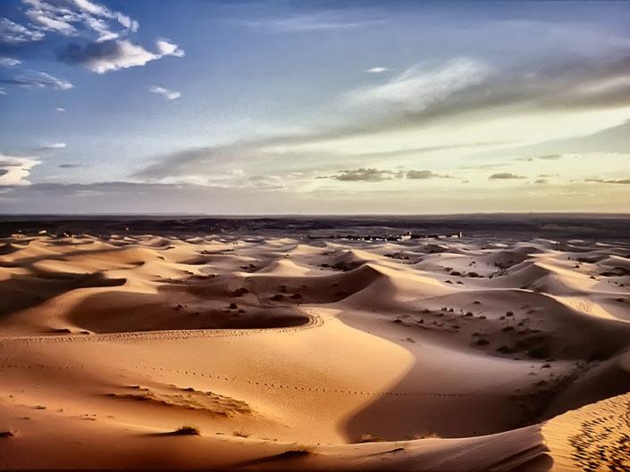 Una passeggiata tra le dune del Sahara