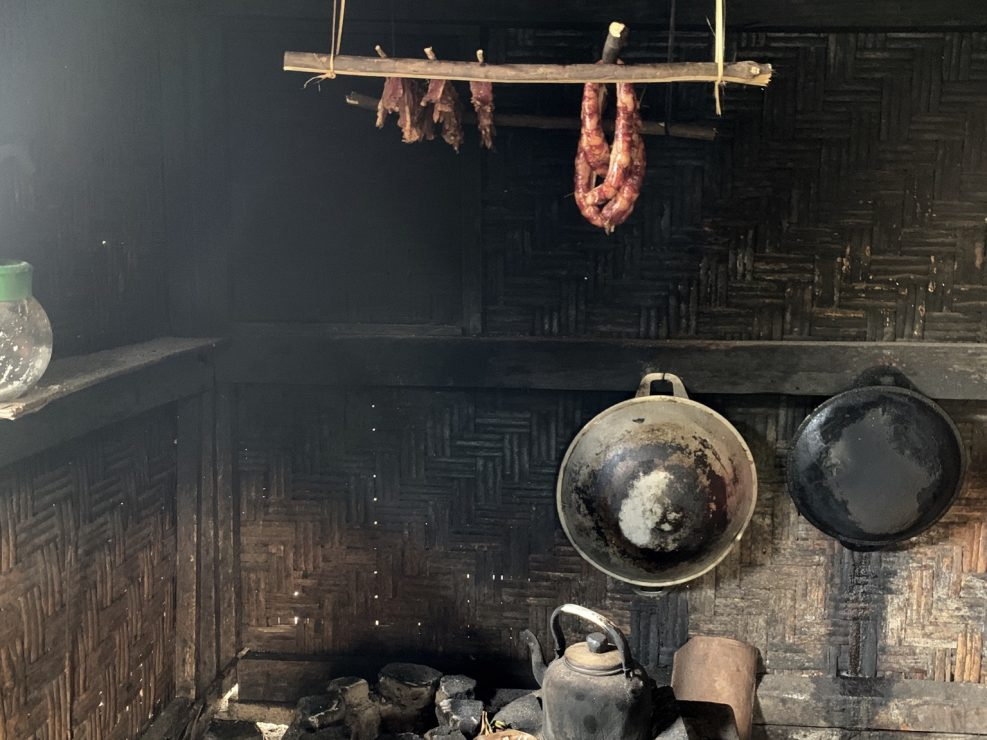 La cucina del capo-villaggio nel villaggio di Kiadan Plaga