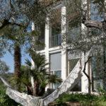 Un amaca messicana per il relax nel giardino estivo