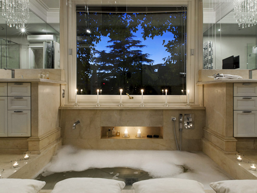 Marble Bathroom with Rome view
