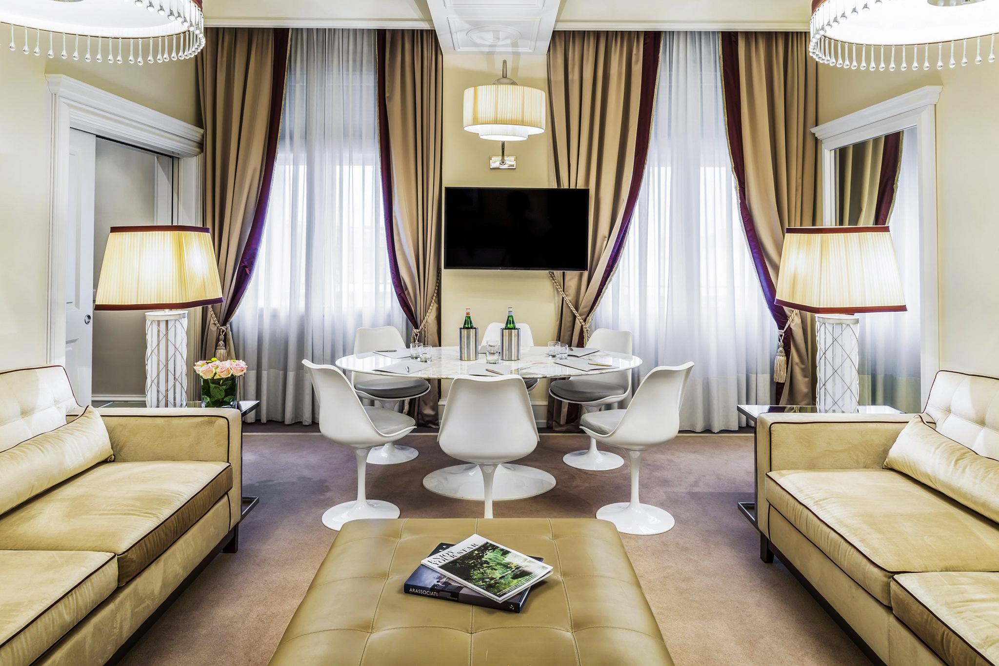 Business table nella suite Hotel Rosa Grand, Milano